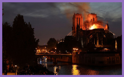Notre dame paris fire night